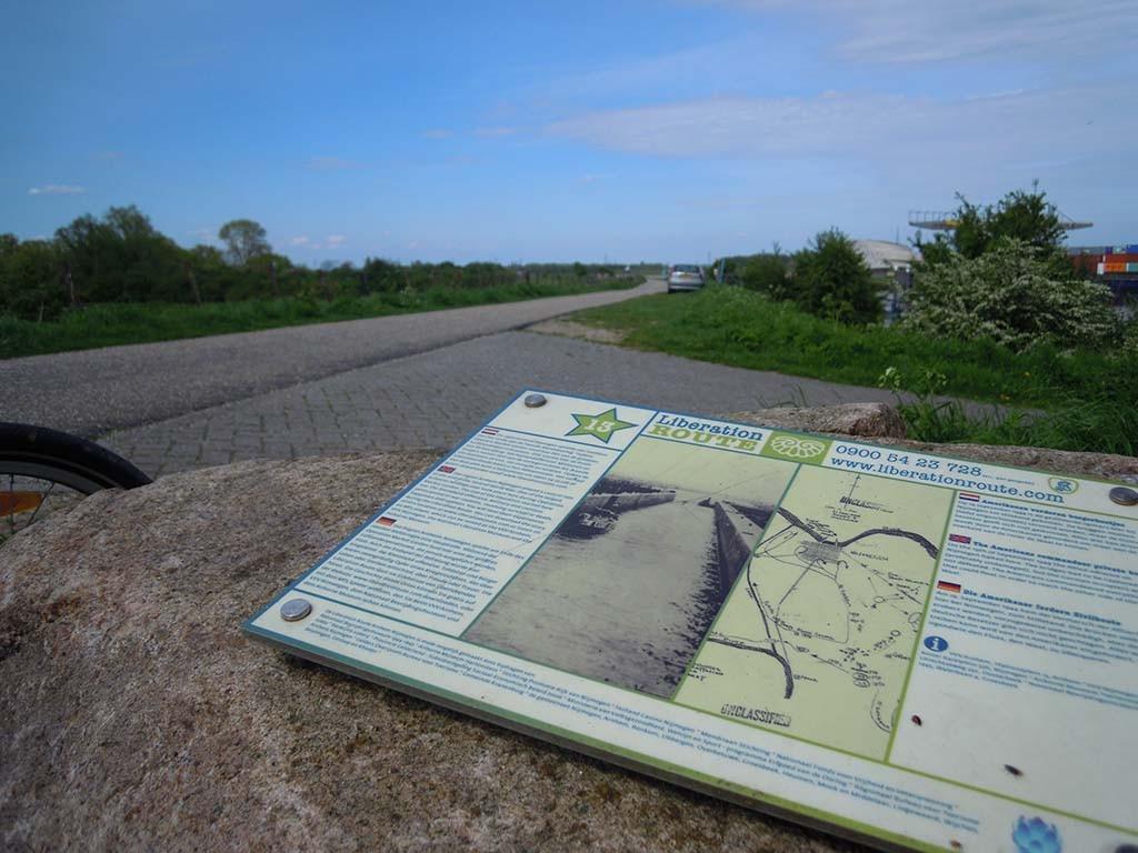 Luisterplek _13 Weurt de oversteek Liberation Route © WL