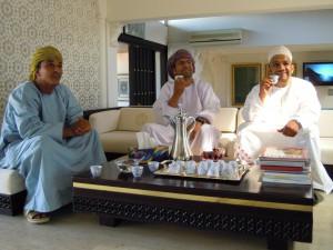 Oman amourage chauffeurs aan de thee