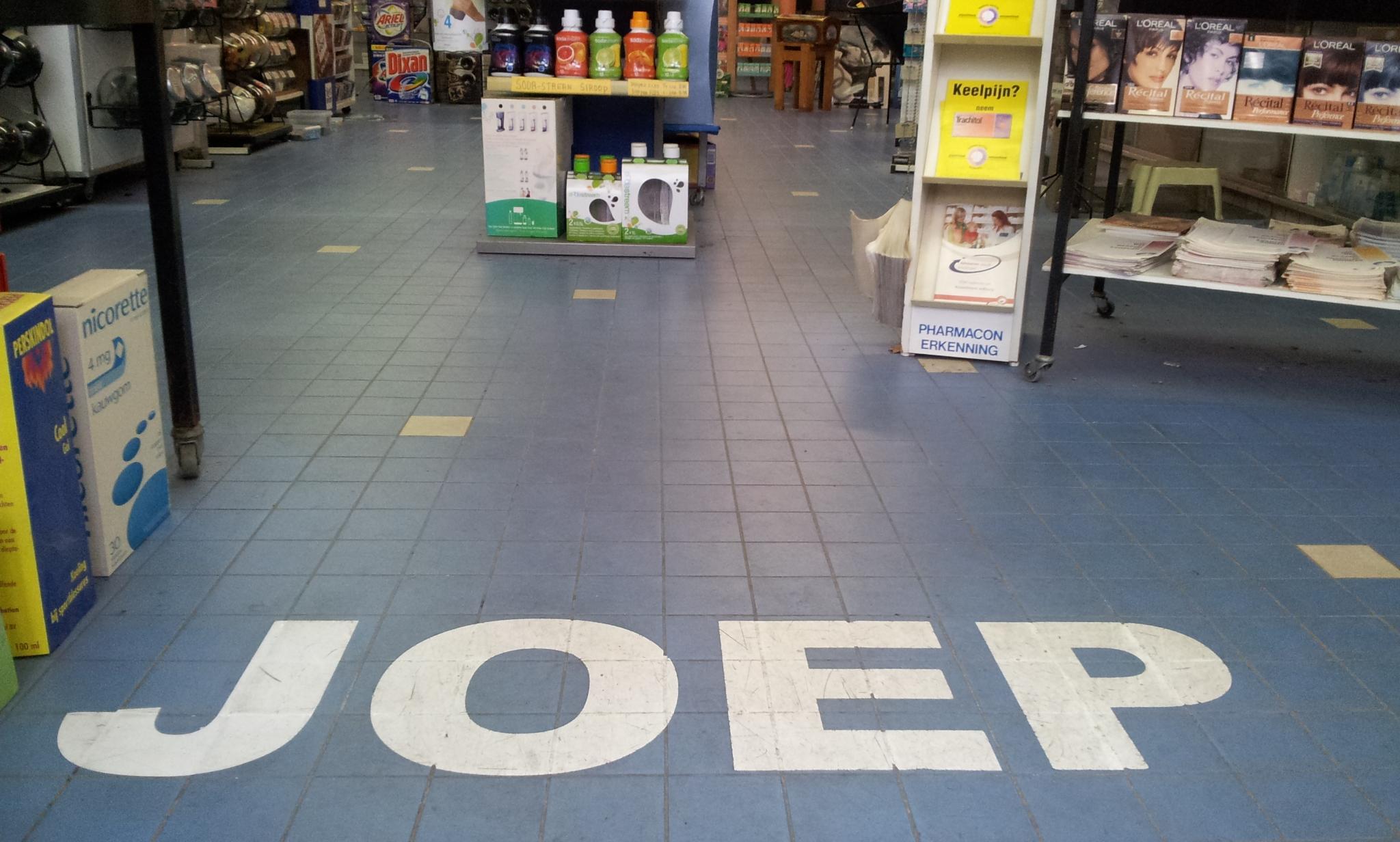 Joeop naam op vloer
