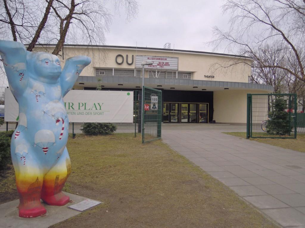 Bevrijdingsbeer voor het Alliiertenmuseum in berlijn © Wilma Lankhorst