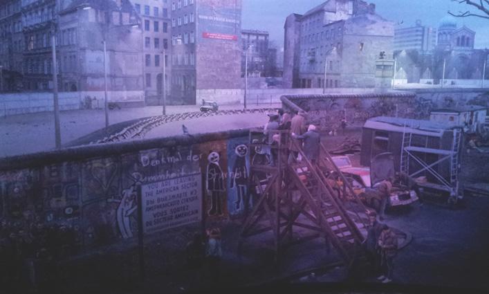 Asisi panorama bij Check Point Charlie, even voelen hoe het was © Wilma Lankhorst