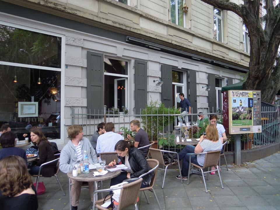 Relaxte ambiance Strandcafe terras Frankfurt © Wilma Lankhorst
