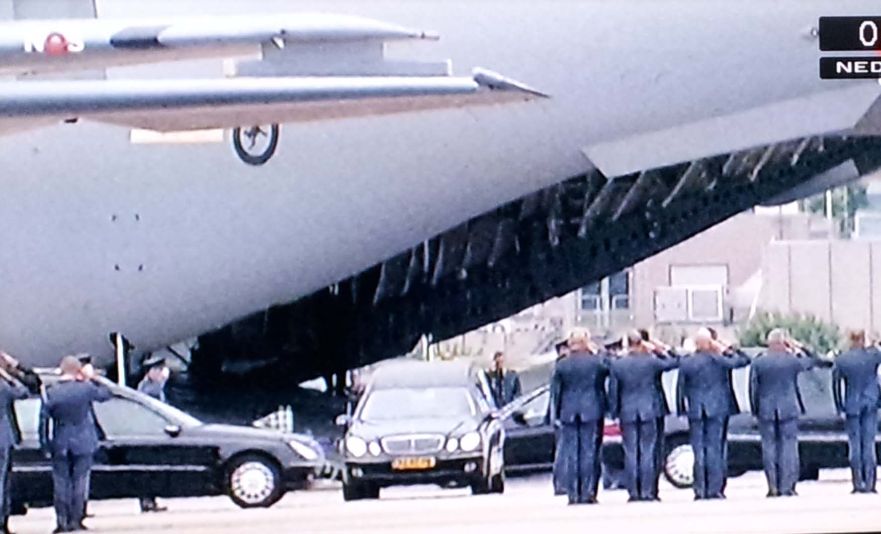 Respect-MH17_aankomst Eindhoven