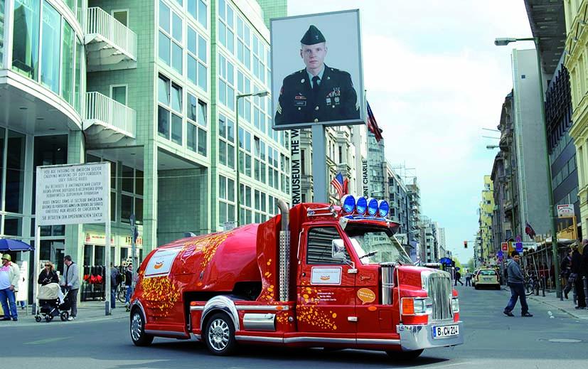 15_Mini Truck bij Checkpoint Charlie