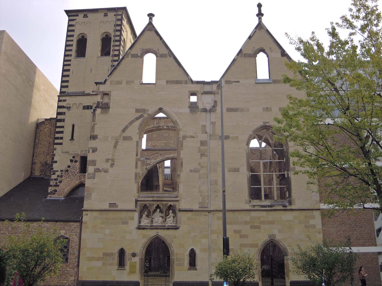 Keulen St. Alban treurende ouderpaar KK