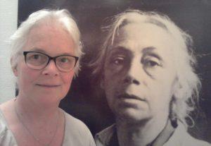 Selfie Wilma Lankhorst reisblogger met Käthe Kollwitz in Keulen © Wilma Lankhorst