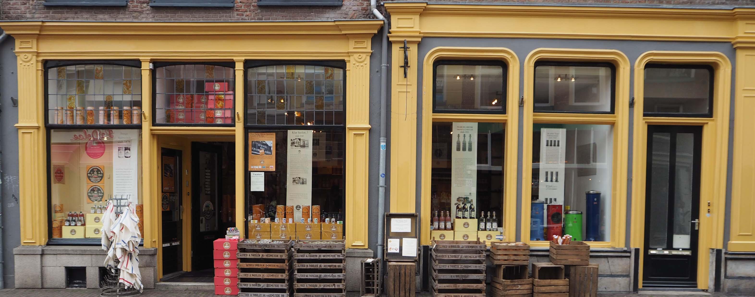 Het Hanze Huis in Zwolle biedt een uitgebreid assortiment aan authentieke levensmiddelen en cadeau-artikelen
