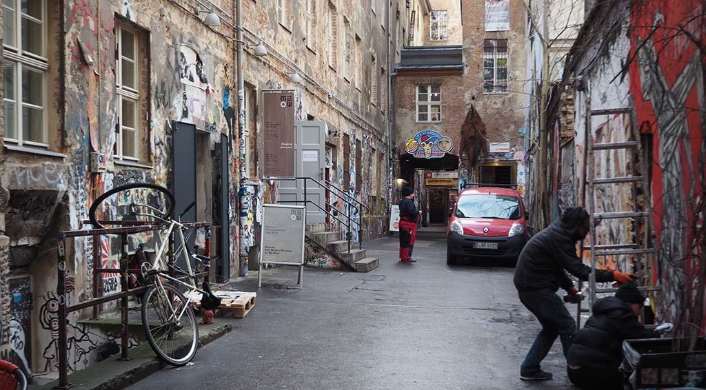 Kleurrijke Hackescher Markt biedt onderdak aan Anne Frank Zentrum Berlijn © WL