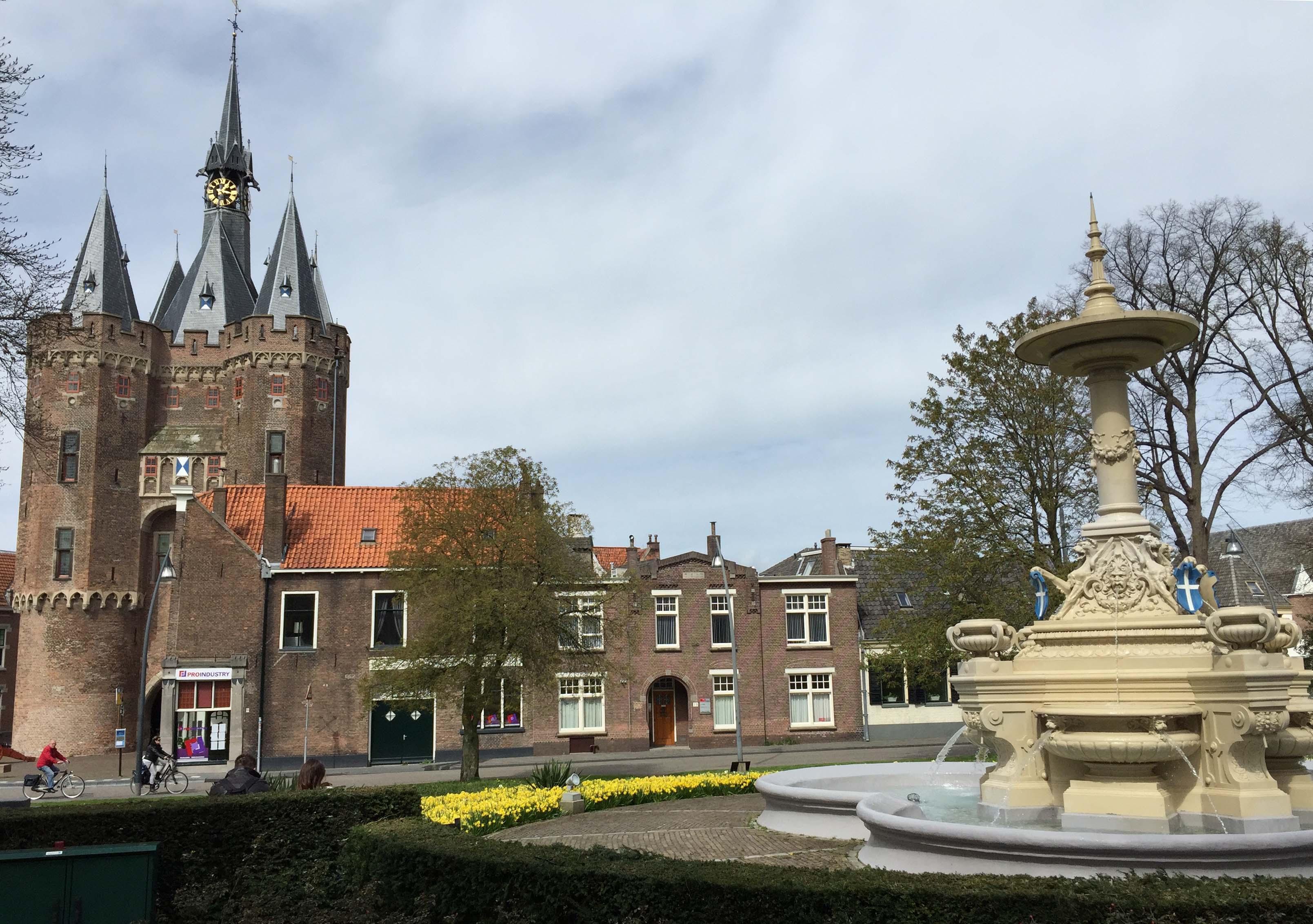 De Middeleeuwse Sassenpoort was al bekend in de bloeitijd van de Hanze in Zwolle