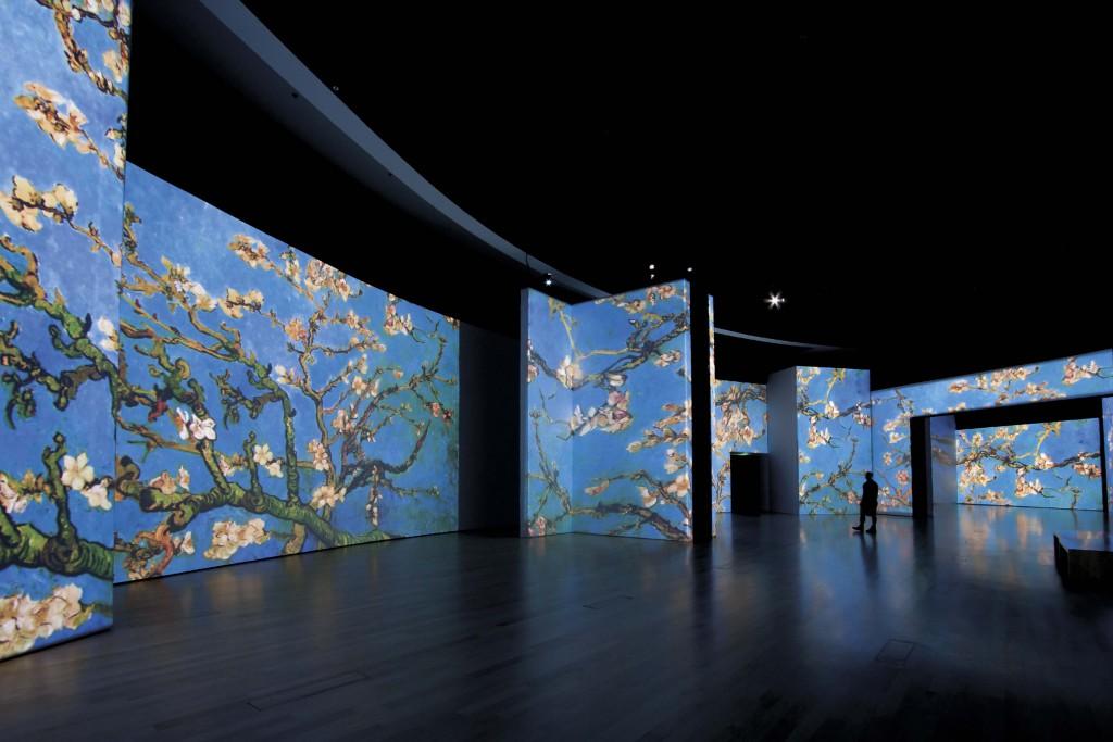 Amandelbloesem komen tot leven in Van Gogh Alive Berlijn