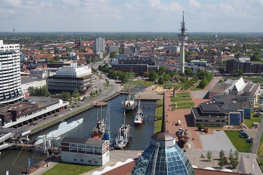 Bremerhaven uitzicht vanaf platform op Atlantic Sail hotel foto Wilma Lankhorst