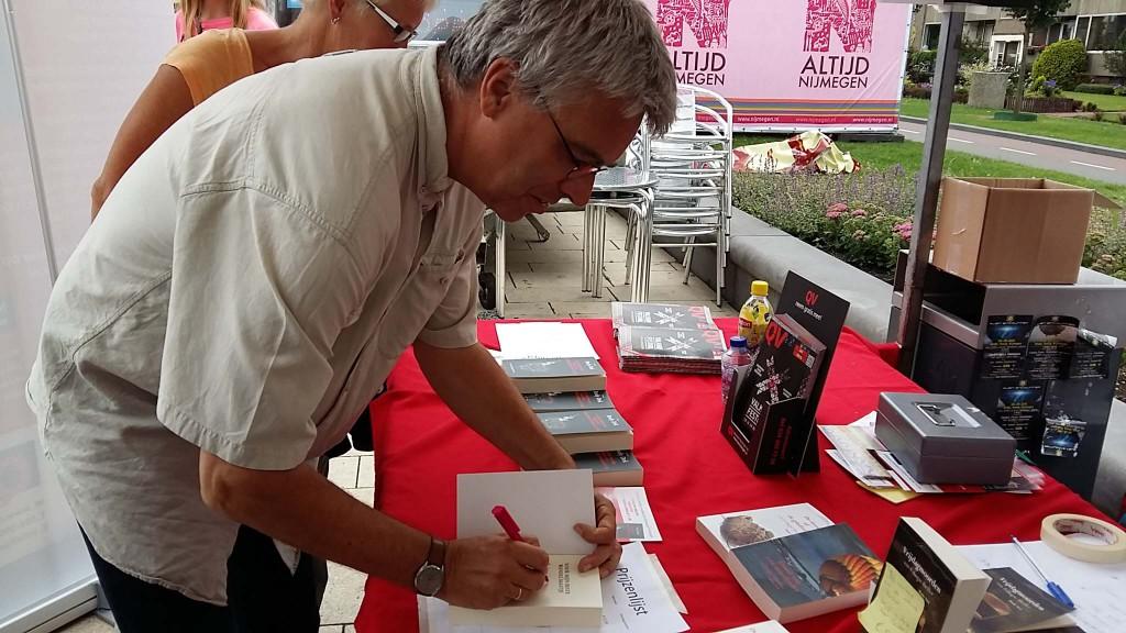 Rudy dek signeert laatste vierdaagse thriller in Nijmegen