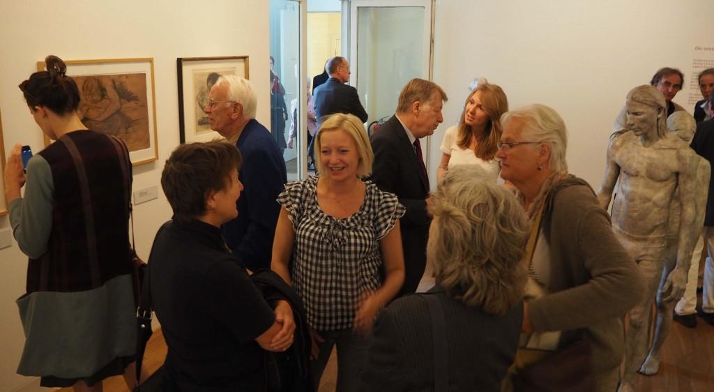Lotta Blokker in dialoog met Käthe Kollwitz in Museum Berlijn © Wilma Lankhorst