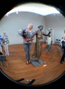 Beeldhouwster Lotta Blokker in Käthe Kollwitz Museum in Berlijn foto Wilma Lankhorst