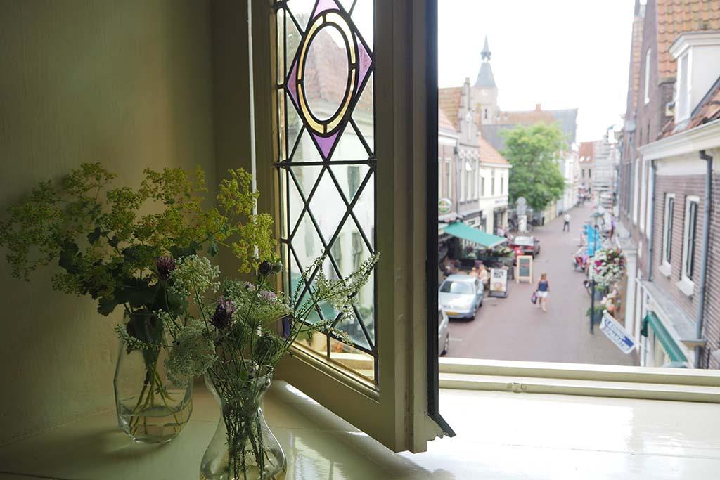 Aan de Markt in Hattem ligt de Grote of Andreas kerk © Wilma Lankhorst
