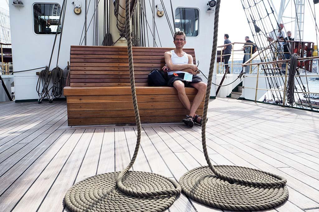 Alles is strak georganiseerd op de Poolse Dar Mlodziezy Sail Amsterdam © Wilma Lankhorst