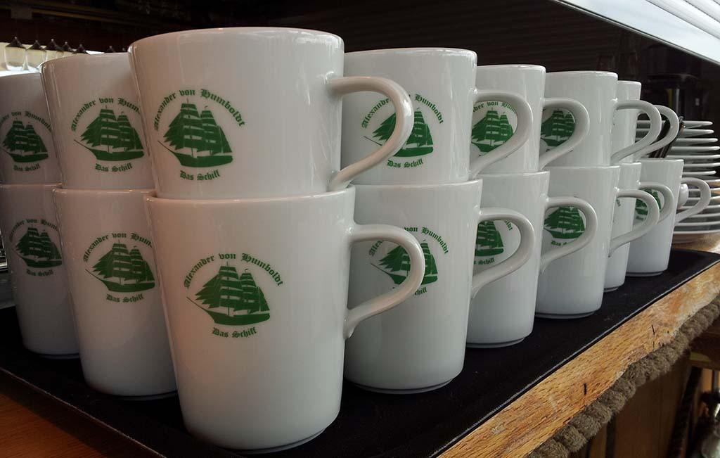 kopje koffie op de Alexander van Homboldt, het schip met de groene zeilen van Beck's Bier © Wilma Lankhorst