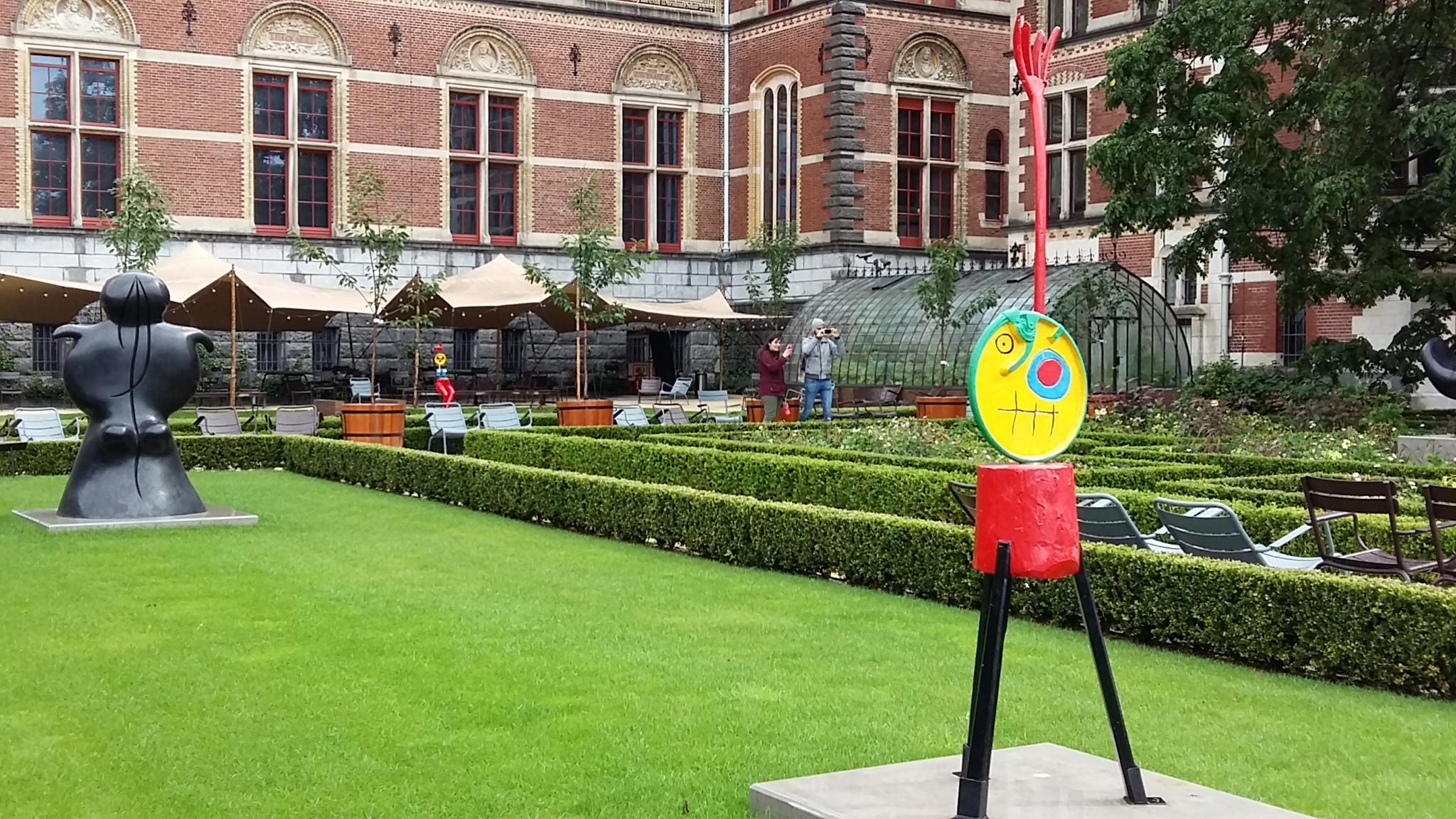 21 beelden van Miró in tuinen van het Rijksmuseum in Amsterdam