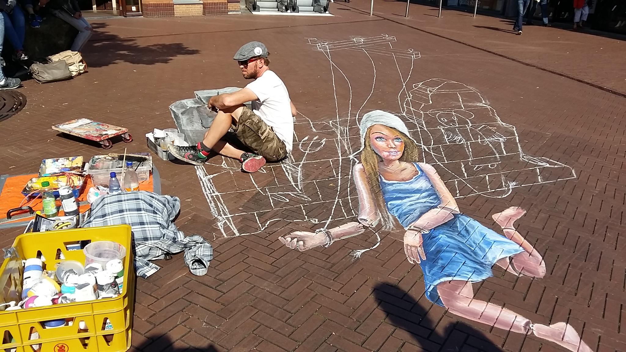 leon keer maakt Mariken van Nieumeghen voor Marikenstraat Nijmegen tijdens The Big Sraw Nijmegen