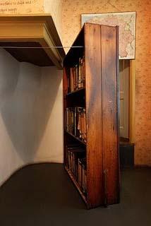 Amsterdam Anne Frank Huis de boekenkast geeft toegang tot het Achterhuis