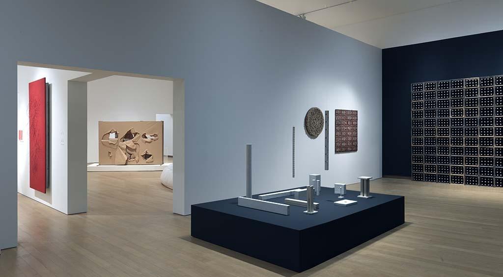 Stedelijk Museum ZERO 2015 GJ.vanROOIJ_zaal 3 herman de vries + krattenwand
