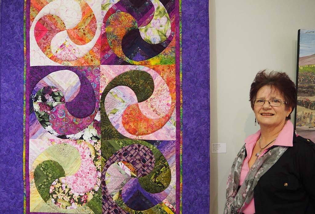 Linda Esbach quilt artist in Namibia - het piece for expo 25 years after - Wilma Lankhorst