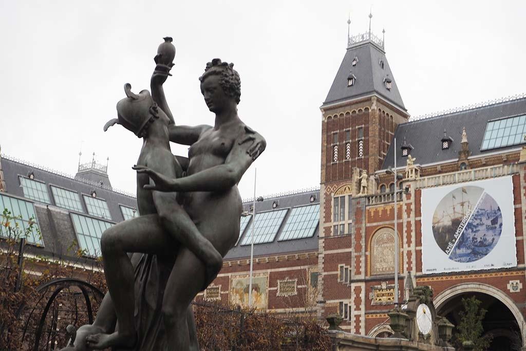 In de beeldentuin van het Rijks staan Mercurius & Psyche, kopie werk Adriaen de Vries gemaakt door L. Gasne voor het Rijks © Rijks