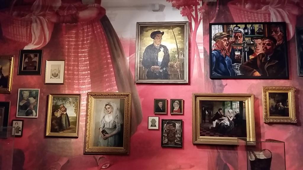 Zaal twee in tentoonstelling Handwerk in Zeeuws Museum © Wilma Lankhorst