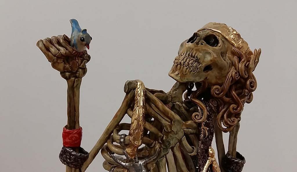 Carolein Smit (1960) Nl skelet met vogel detail - gallery Flatland AMS