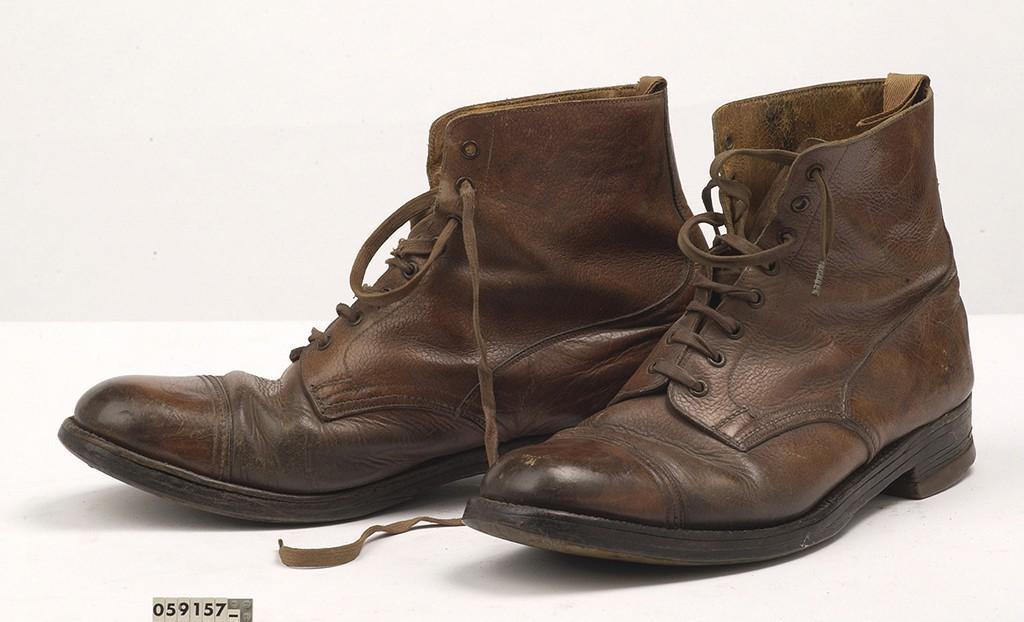 2016_DWDD 2 Soldaten schoenen collectie Nationaal Militair Museum