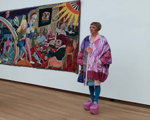 Claire alter ego Grayson Perry tijdens fotosessie in Bonnefantenmuseum Maastricht