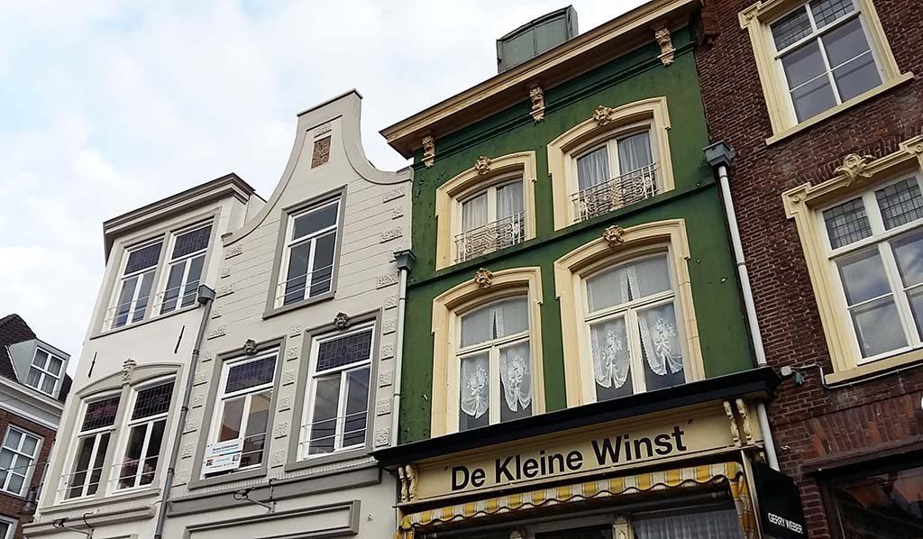 Voorgevel-De-kleine-Winst-Markt-in-Den-Bosch-huis-en-atelier-Jeroen-Bosch-©-Wilma-Lankhorst