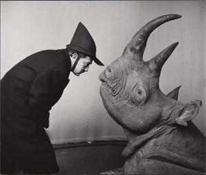 Philippe Halsman fotografeert Salvador Dali_rhinoceros_head_1956philippe_halsman_archive_magnum_photos_low res