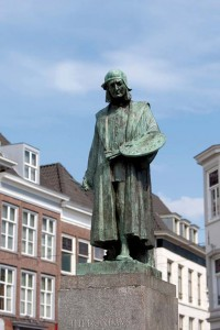standbeeld Jheronimus Bosch in centrum 's Hertogenbosch
