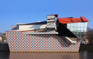 Groninger Museum buiten aanzicht - bij tentonstelling Ropdin Genius at Work