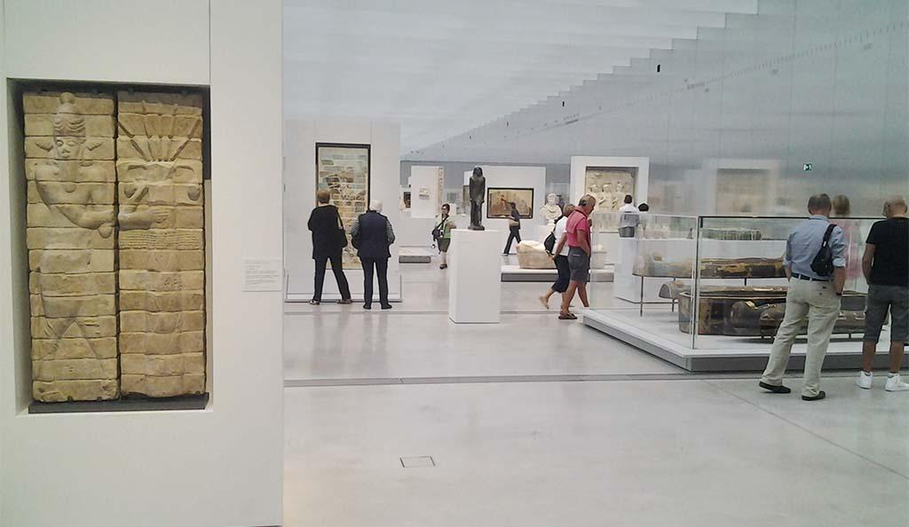 Louvre lens de mooiste les in kunstgeschiedenis wilma for Louvre lens museo