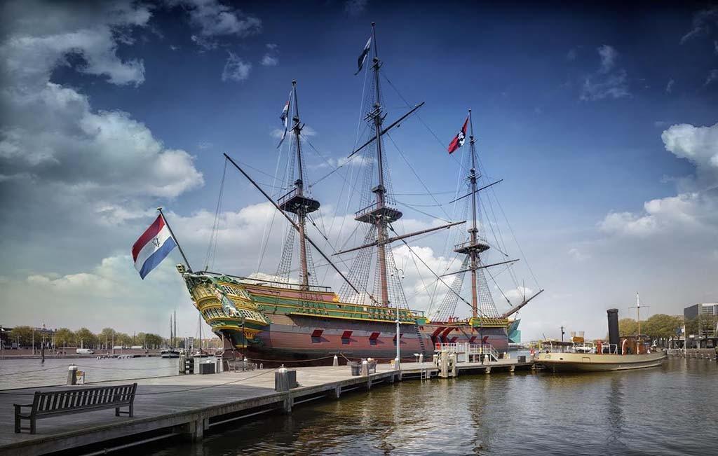replica VOC-schip de Amsterdam voor het Scheepvaartmuseum in Amsterdam © foto Scheepvaartmuseum