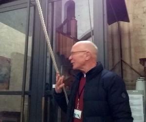 St.stevenskerk Hans Kaaijk met touw van de Cathatarina klok Vrede van Nijmegen