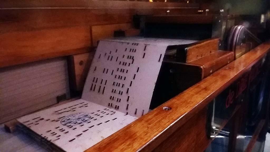 Geweven_muziek_Orgelman Leon Perlee_speelt Red Bank Boogie_concept_Ghlithero_Museum_Speelklok