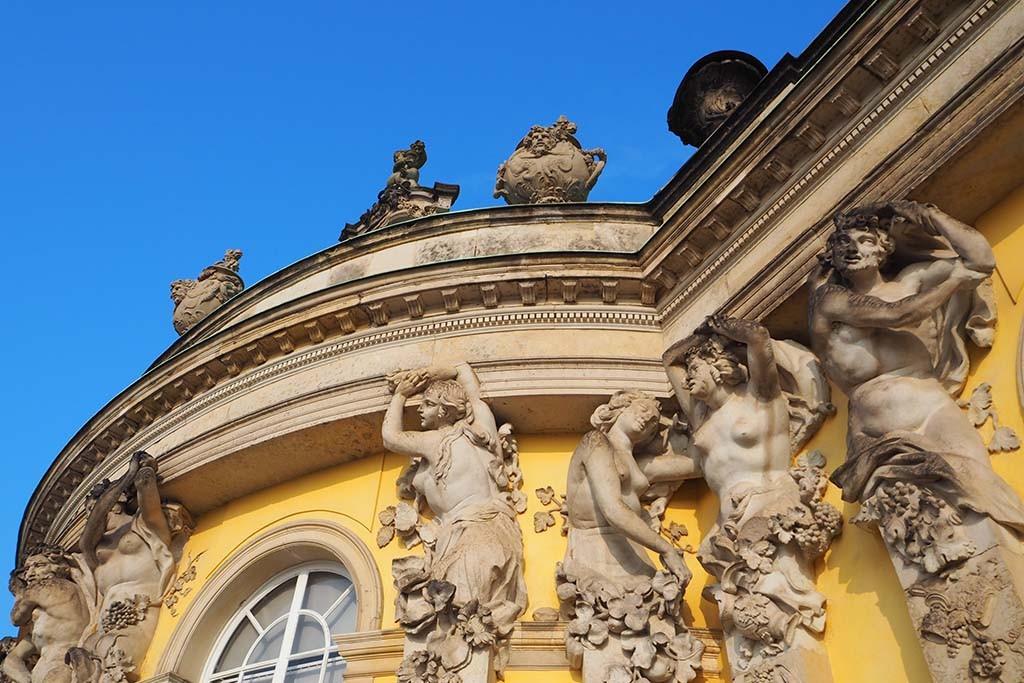 Paleis Sanssouci in Park Sanssouci in Potsdam detail voorgevel foto Wilma Lankhorst