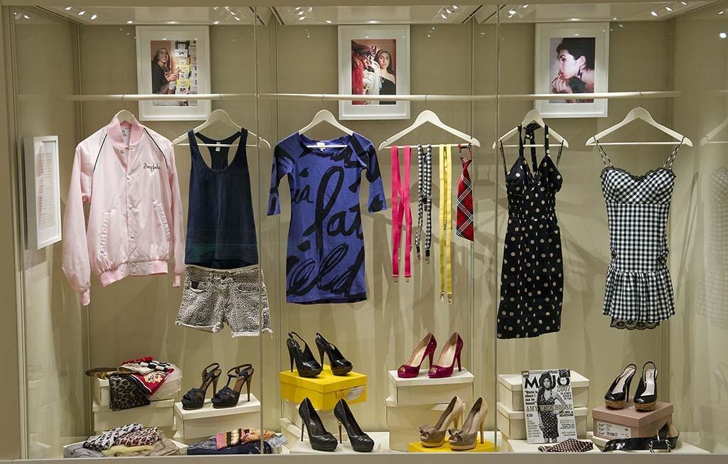 AmyWinehouse installatie kledingkast collectie Jewish Museum London
