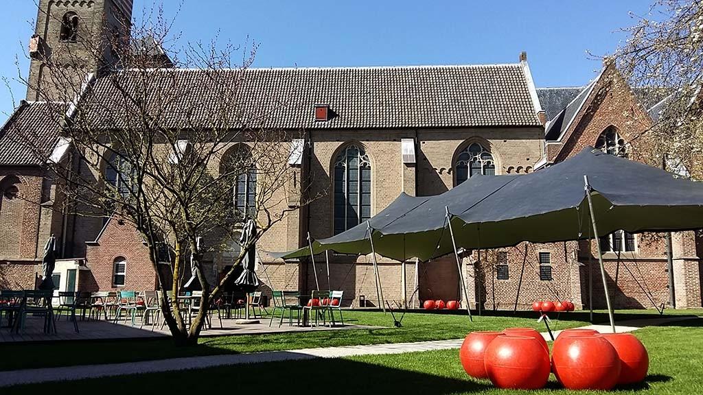Centraal Museum samenwerking met St. Nicolaaskerk - beeldentuin en conferentieruimte foto Wilma Lankhorst