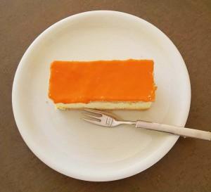 Op Koningsdag eten we massaal een oranje tompoes foto Wilma Lankhorst