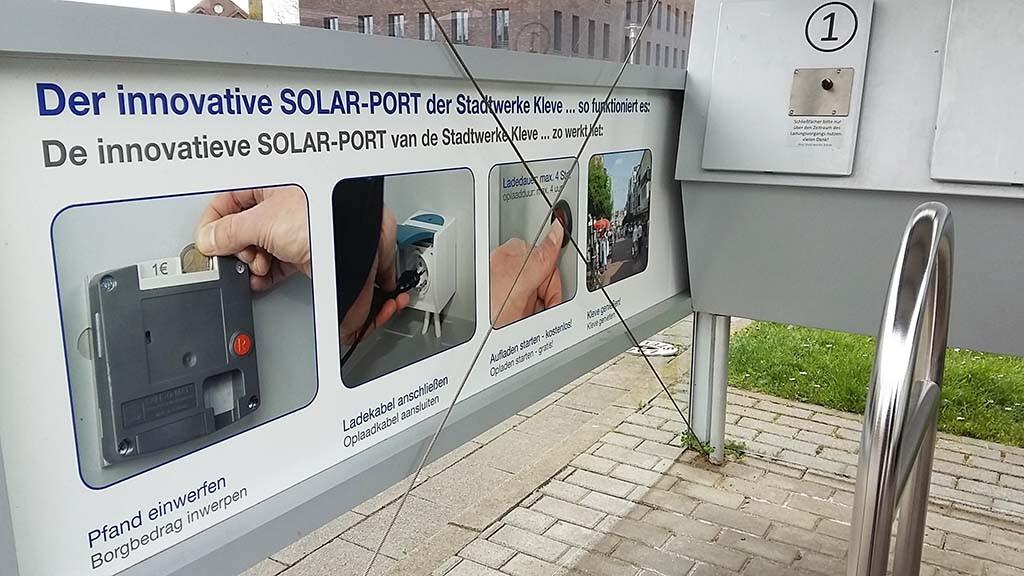 Oplaadpunt voor e-bike in centrum Kleve bij BC Koekoek Museum foto Wilma Lankhorst