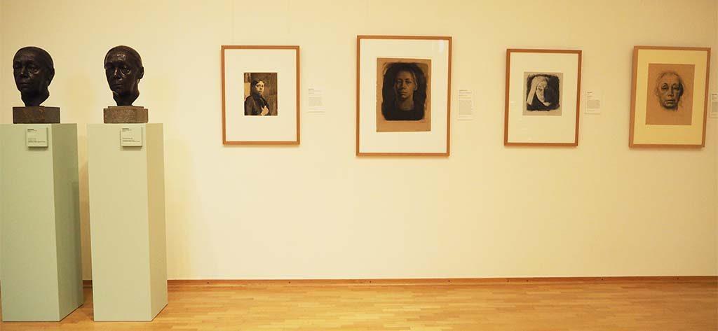 Kathe Kollwitz twee bustes en serie zelfportretten in Museum Keulen foto wilma Lankhorst