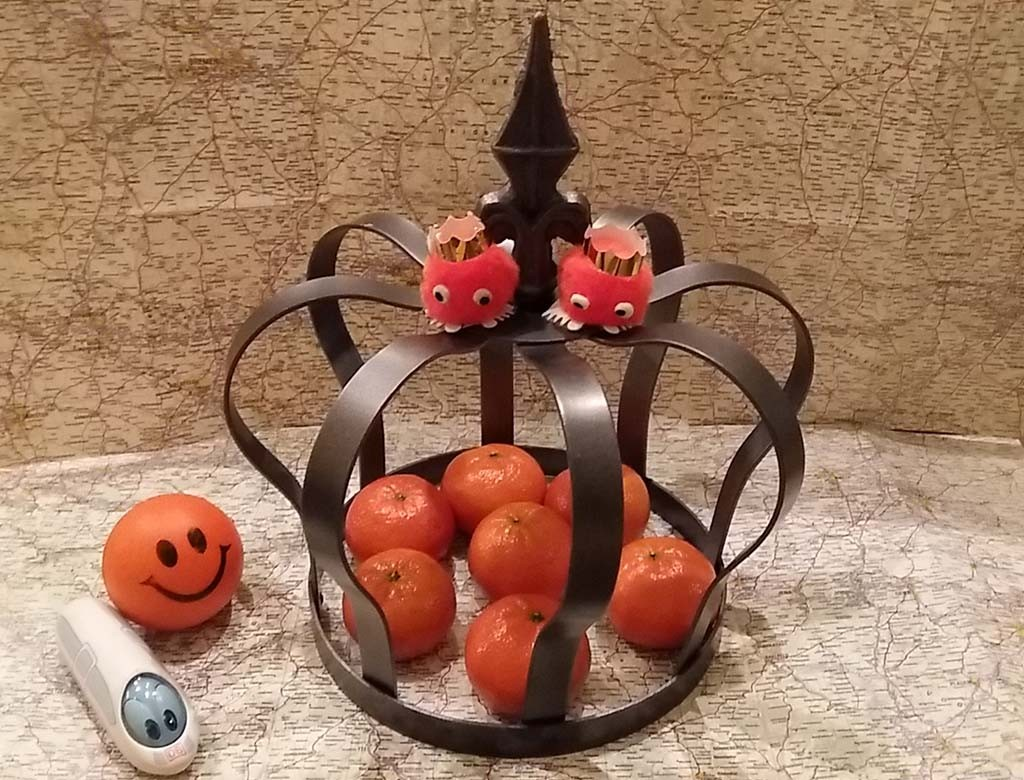 Oranjeroute - kroon met appeltjes van Oranje foto Wilma Lankhorst