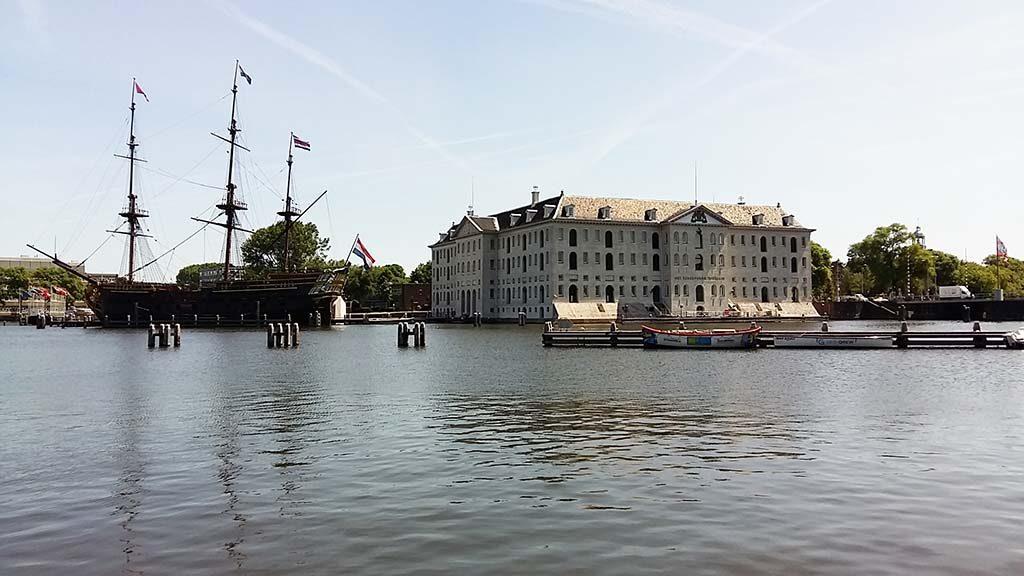 Scheepvaartmuseum met VOC Amsterdam (replica) foto Wilma Lankhorst