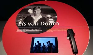 1959 Els van Doorn loopt Vierdaagse en filmploeg maakt hier beelden van Museum het Valkhof