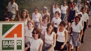 1972 steeds meer vrouwen lopen de vierdaagse Museum het Valkhof