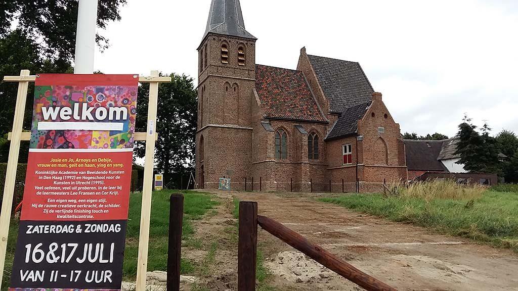 Kerkje Persingen duo expo Jo en Josie Debije 4daagse 2016 foto Wilma Lankhorst